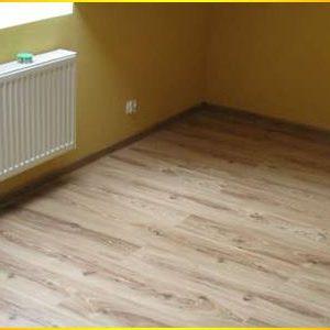 układanie-paneli-podłogowych1
